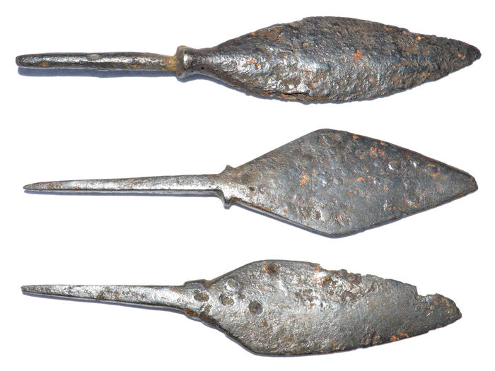 Very Fine selection of 3 Medieval Crusaders Military long bow iron arrowheads - 68 - 72 mm