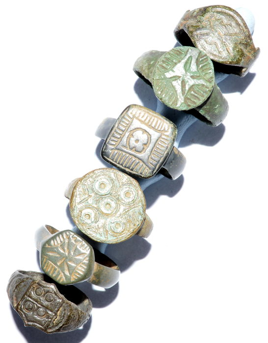 Very Fine selection of 6 intact and decorated Ancient Roman and Medieval bronze wearable rings - 16 - 22 mm (6)