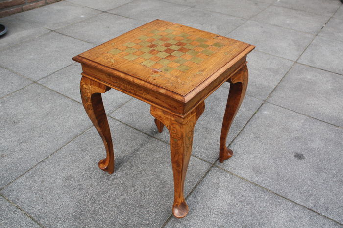 Charmant Antique Small Table Of Burr Walnut Wood With Chessboard And Nice Inlay Work  Of Amongst Others