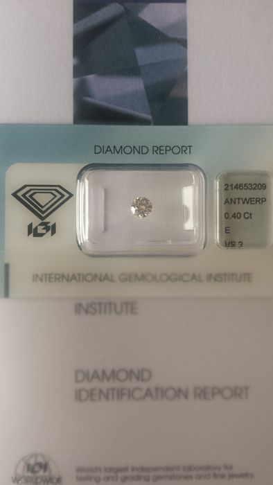 Pair of brilliant cut diamonds 0.40 ct E VS2 and 0.41 ct D VVS2