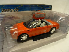James Bond - Beanstalk - Schaal 1/18 - Ford Thunderbird from Die Another Day driven by Jinx/ Halle Berry