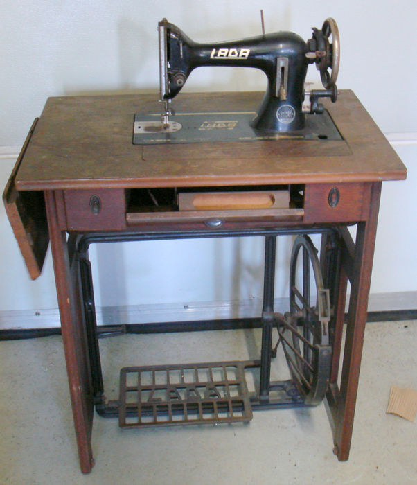 Lada Rare Antique Treadle Sewing Machine Type 40 Early 40th Interesting Trundle Sewing Machine