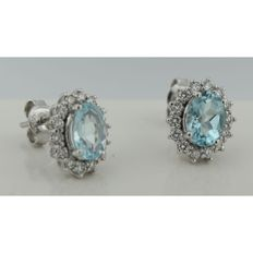 14 kt white gold rosette ear studs with topaz and brilliant cut diamond, 0.52 ct, 11 x 9.5 mm