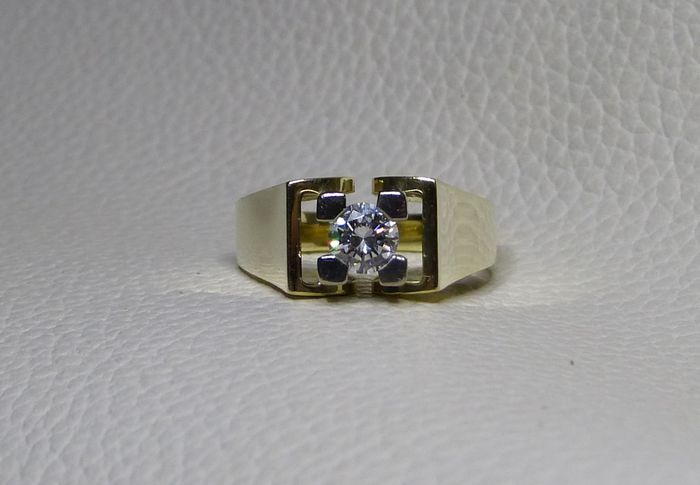 Anello in oro con diamante solitario da 0,50 ct, H-Wesselton/VVS.