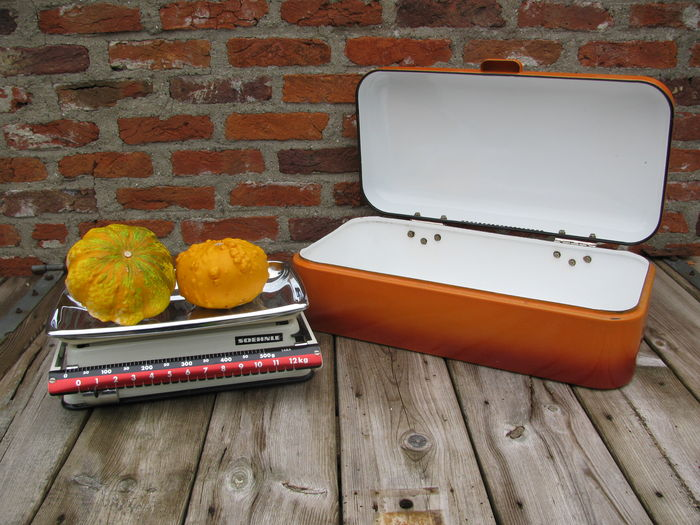 soehnle vintage 12 kg kitchen scale enamel bread box catawiki. Black Bedroom Furniture Sets. Home Design Ideas