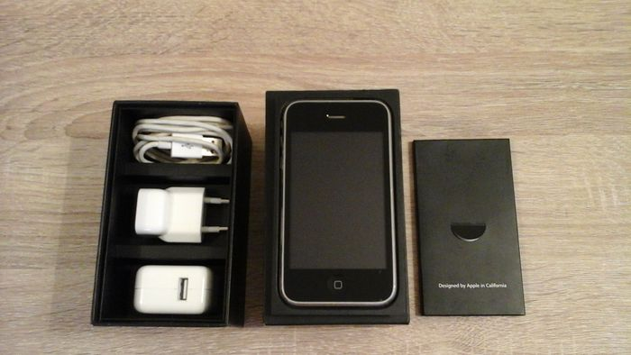 Iphone 3gs Black 32gb In Original Box Complete With Charger