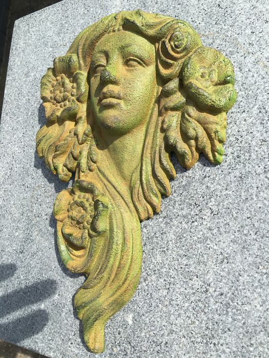 Cast iron wall relief of a woman in Art Nouveau style - Catawiki