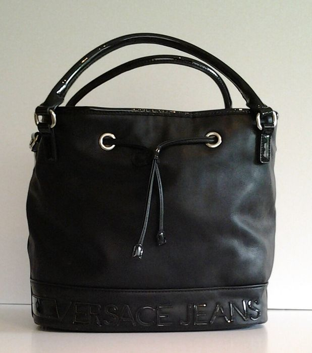 b1d13d1014 Versace Jeans leather duffle bag - Catawiki
