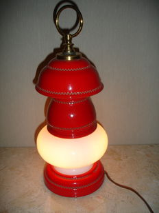 Porcelain boat table lamp