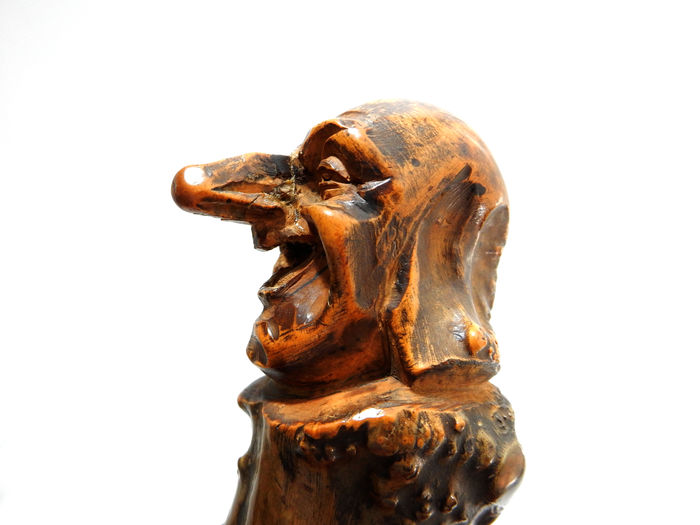 Carving wood caricatures video diy