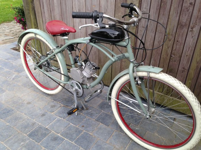 beach cruiser with 80cc 2 stroke motor catawiki. Black Bedroom Furniture Sets. Home Design Ideas