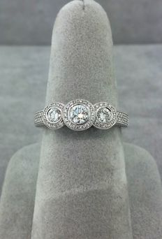 Trinity diamond ring in 18 kt white gold set with diamonds - Size 6.5 US (can be resized)