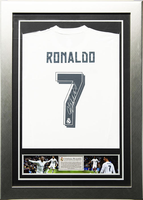 on sale 80e2f b8bb9 Cristiano Ronaldo Signed Real Madrid Framed 2015/2016 Home Shirt - Catawiki