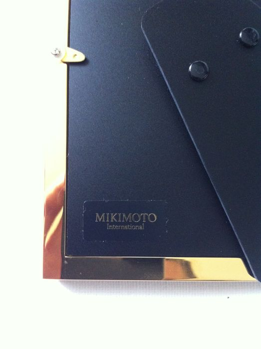 Mikimoto - photo frame with cultivated pearls and a nice decoration ...