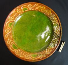 Earthenware dish with slip decoration and green inside - 33.5 cm