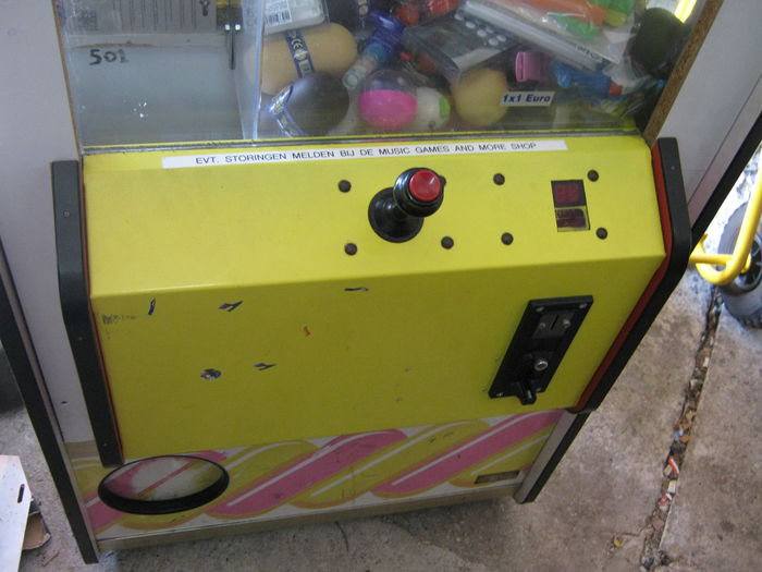Nice original claw machine by Elaut - late 20th/early 21st century -  Catawiki