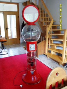 Magic Diskman Gumball Machine, gumball machine, plastic plexiglass, ca. 1950 in Canada.
