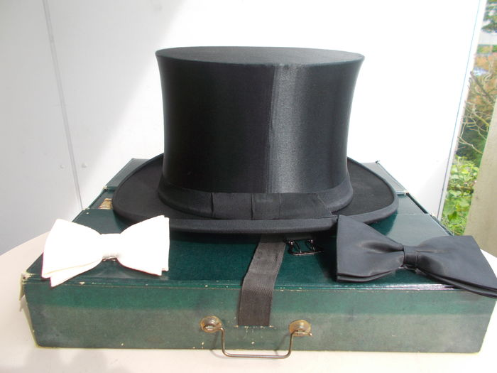 a87ee22a52a Vintage Chapeau Claque Top Hat with 2 flies ges. gesch. (protected by law
