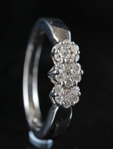 18 kt diamond ring total . 0.35ct, size 55.