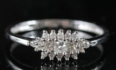 14 kt diamond ring, 54
