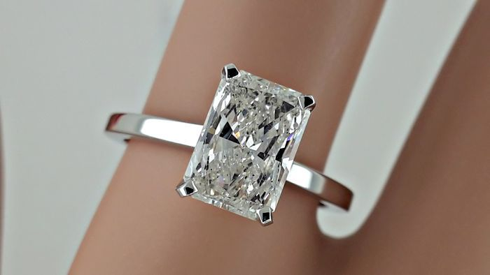 183f8b0b5 IGL 1.86 ct radiant solitaire diamond engagement ring 14 kt in white gold