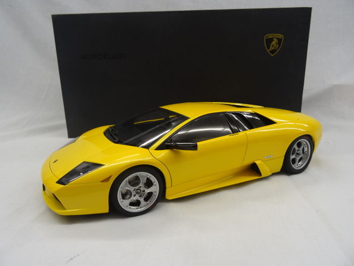 Autoart Scale 1 12 Lamborghini Murcielago Color Yellow