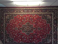 Splendid, original, XL Maschad, with imperial patterns and colours – signed. Persia – approx. 250 x 350 – free shipping to Europe!