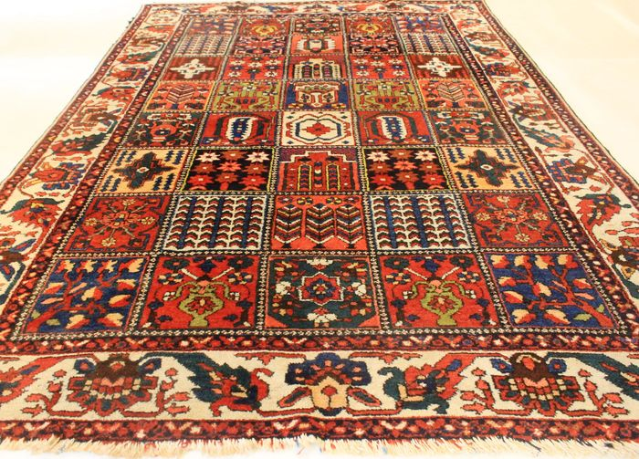 tapis d orient persan anciens nou la main vers 1930 bakhtiar motifs champ tres fait en. Black Bedroom Furniture Sets. Home Design Ideas