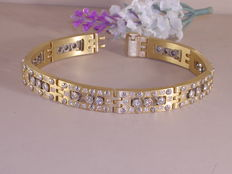 Modern men's bracelet with 3.84 ct diamonds
