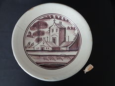 Beautiful majolica manganese painted dish with a house in a landscape, Zuiderzee - Diameter 36 cm