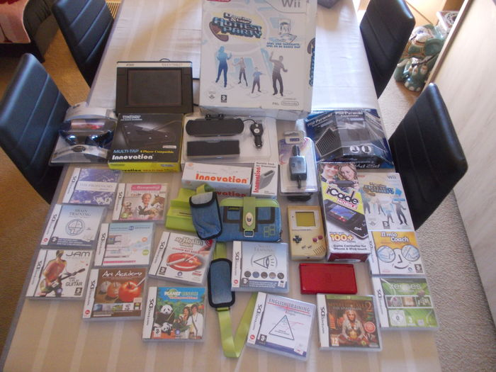 Lot Of 25 Gaming Items Mostly Nintendo Ds Games Ds