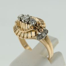 Bi-colour gold ring set with rose and brilliant cut diamonds