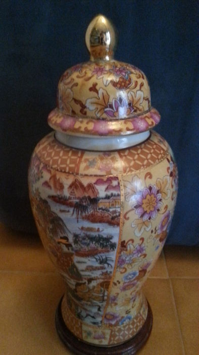 Chinese Porcelain Vase Royal Satsuma China Second Half