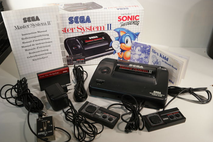 Sega master system ii pal g boxed made in china includes 2 games and 2 control pads - Console sega master system 2 ...