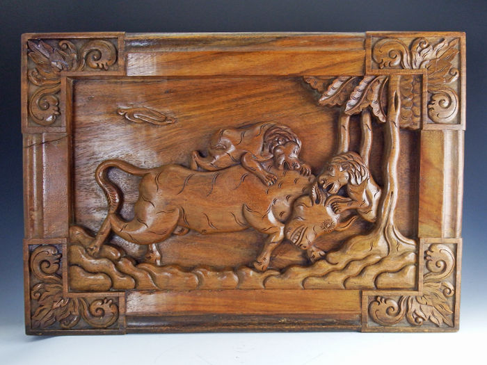 Wooden panel with a bull and two attacking lions - Bali - Indonesia