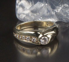 Solitaire engagement Ring with 7 Diamonds in brillant cut of c. 0.5 Ct, 14 K Yellow Gold RS 57 / 18mm ∅ / US 8