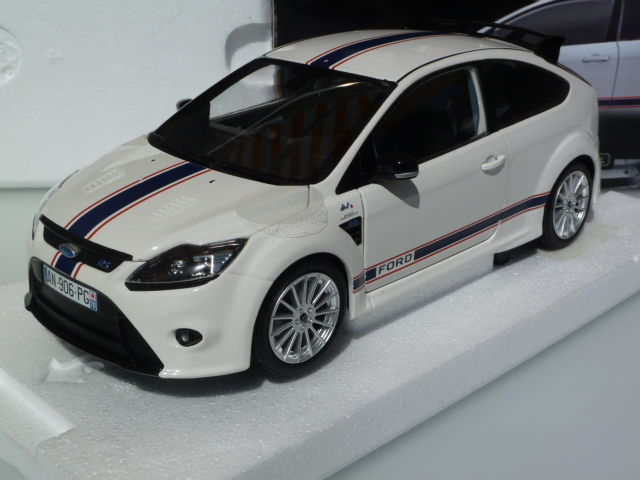 Minichamps - Schaal 1/18 - Ford Focus RS Le Mans Classic Edition Tribute MKIIb '67 - 2010
