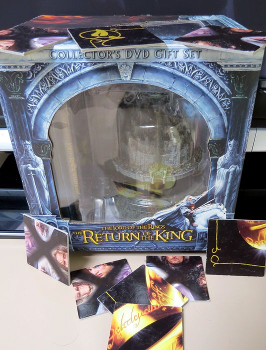 Lord of the Rings - DVD collectors gift set edition –  Return Of The King (5DVD)  – including a statue of Minas Tirith in its original box + LOTR puzzle