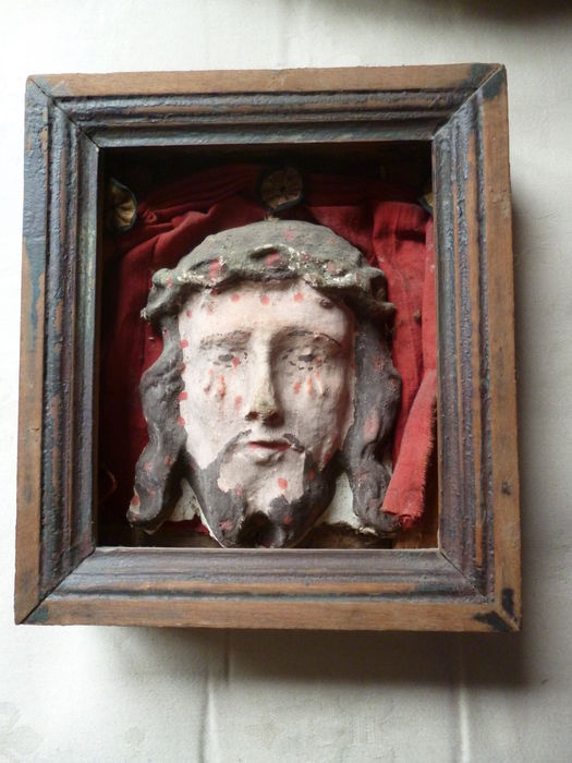 Rare home chapel with Christ head or Veronica cloth of papier-mâché and oak - Flanders - 18th century