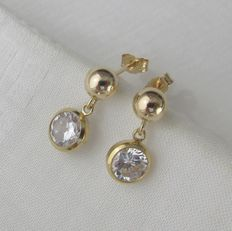 Gold earrings (ear studs) with 6 mm brilliant facetted cut zirconia