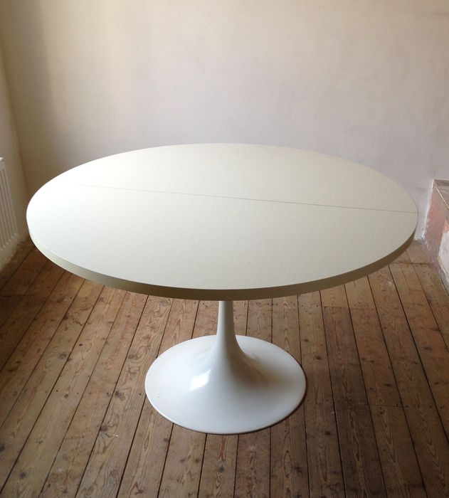 designer unknown for pastoe round tulip base table