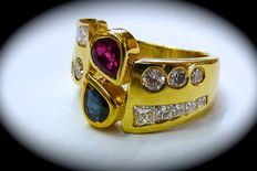 18 kt yellow gold ring with diamonds, ruby, and sapphire, totalling 1.40 ct