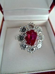 18 kt gold ring, with natural ruby weighing 1.36 ct, and brilliant cut diamonds totalling 1.60 ct.