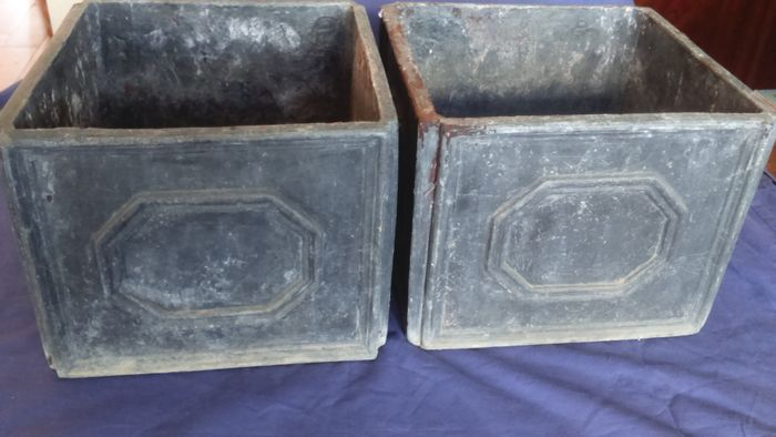 A Pair Of Versailles Style Lead Garden Planters England Catawiki