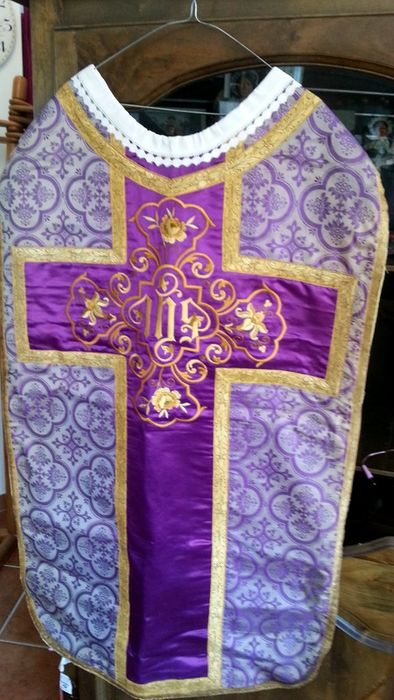 Religious chasuble - of the 19th.