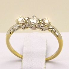 Victorian trilogy ring made of 18 kt/750 solid yellow gold and platinum with 3 diamonds