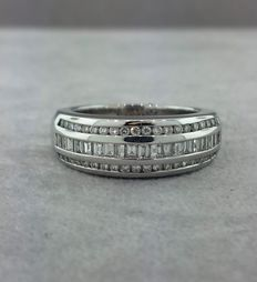 18 kt white gold, diamonds in pave setting
