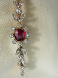 Original Jugendstil brooch - 14 ct. Gold, 1 ruby, 22 diamond roses.