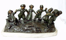 Flamand - patined bronze Art Nouveau statue depicting a group of playing children