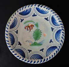 Majolica earthenware plate with depiction of imperial crown - 24.5 cm